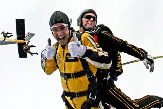 tandem-skydivers-skydivers-teamwork-cooperation-39608